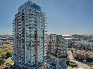 Photo 1: 1502 83 Saghalie Rd in : VW Songhees Condo for sale (Victoria West)  : MLS®# 854728