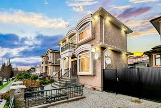 Photo 2: 7860 JASPER Crescent in Vancouver: Fraserview VE House for sale (Vancouver East)  : MLS®# R2528864