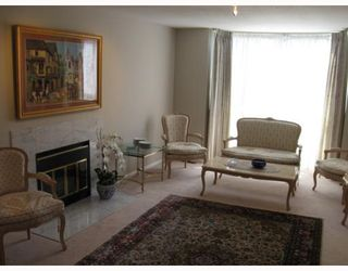 Photo 2: 908 MONTROYAL Boulevard in North_Vancouver: Canyon Heights NV House for sale (North Vancouver)  : MLS®# V772078