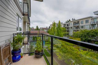 "Photo 8: 422 13768 108 Avenue in Surrey: Whalley Condo for sale in ""VENUE"" (North Surrey)  : MLS®# R2405372"