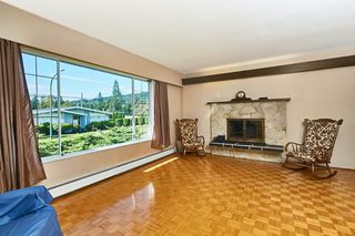 Photo 10: 2669 MOUNTVIEW Place in Burnaby: Oakdale House for sale (Burnaby North)  : MLS®# R2410129