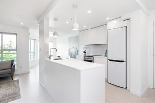 "Main Photo: 404 212 LONSDALE Avenue in North Vancouver: Lower Lonsdale Condo for sale in ""Two One Two"" : MLS®# R2478734"