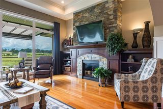 Photo 3: 799 Deal St in : CV Comox (Town of) House for sale (Comox Valley)  : MLS®# 851354