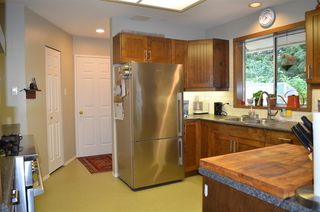 """Photo 8: 1524 CYPRESS Way in Gibsons: Gibsons & Area House for sale in """"WOODCREEK"""" (Sunshine Coast)  : MLS®# R2493228"""