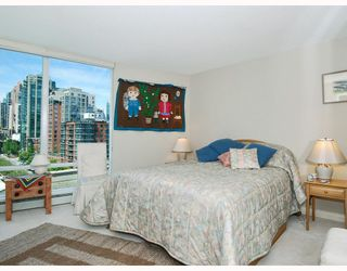 "Photo 6: 1001 1383 MARINASIDE Crescent in Vancouver: False Creek North Condo for sale in ""COLUMBUS"" (Vancouver West)  : MLS®# V769399"