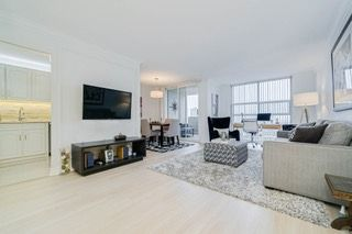 Photo 1: 2214 40 Homewood Avenue in Toronto: Cabbagetown-South St. James Town Condo for sale (Toronto C08)  : MLS®# C4672096