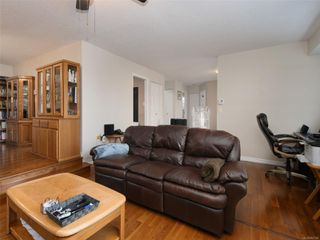 Photo 3: 1227 Carlisle Ave in : Es Saxe Point Half Duplex for sale (Esquimalt)  : MLS®# 862144