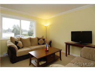 Photo 3: 3034 Doncaster Dr in VICTORIA: Vi Oaklands House for sale (Victoria)  : MLS®# 528826