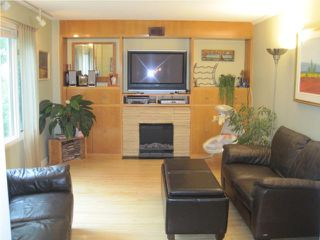 Photo 2: 321 CENTENNIAL Street in WINNIPEG: River Heights / Tuxedo / Linden Woods Residential for sale (South Winnipeg)  : MLS®# 1012366