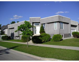 Photo 1: 52 DUMBARTON Boulevard in WINNIPEG: River Heights / Tuxedo / Linden Woods Residential for sale (South Winnipeg)  : MLS®# 2811868