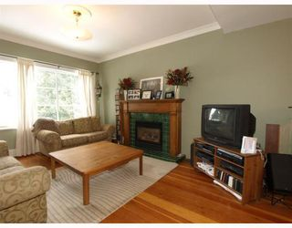 Photo 3: 201 E 19TH Street in North_Vancouver: Central Lonsdale House for sale (North Vancouver)  : MLS®# V750427