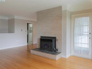 Photo 10: 3985 Hollydene Pl in VICTORIA: SE Arbutus Single Family Detached for sale (Saanich East)  : MLS®# 827429