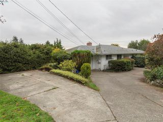 Photo 6: 3985 Hollydene Pl in VICTORIA: SE Arbutus Single Family Detached for sale (Saanich East)  : MLS®# 827429