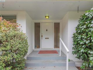 Photo 13: 3985 Hollydene Pl in VICTORIA: SE Arbutus Single Family Detached for sale (Saanich East)  : MLS®# 827429