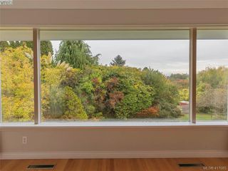 Photo 4: 3985 Hollydene Pl in VICTORIA: SE Arbutus House for sale (Saanich East)  : MLS®# 827429