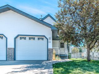 Photo 1: 21 Hillview Road: Strathmore Semi Detached for sale : MLS®# C4305280