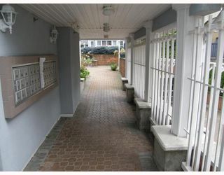 """Photo 2: 103 8728 MARINE Drive in Vancouver: Marpole Condo for sale in """"RIVERVIEW COURT"""" (Vancouver West)  : MLS®# V757046"""