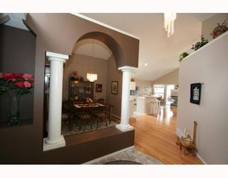 Photo 3: 143 ARBOUR RIDGE Close NW in CALGARY: Arbour Lake Residential Detached Single Family for sale (Calgary)  : MLS®# C3384038