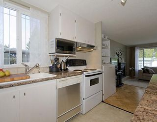 "Photo 4: 58 3295 SUNNYSIDE Road: Anmore Manufactured Home for sale in ""COUNTRYSIDE VILLAGE"" (Port Moody)  : MLS®# V771404"
