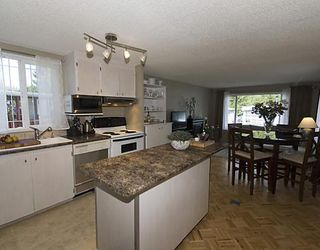 "Photo 3: 58 3295 SUNNYSIDE Road: Anmore Manufactured Home for sale in ""COUNTRYSIDE VILLAGE"" (Port Moody)  : MLS®# V771404"