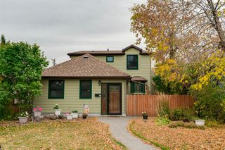 Main Photo: 1913 21 Avenue NW in Calgary: Banff Trail Detached for sale : MLS®# A1039211