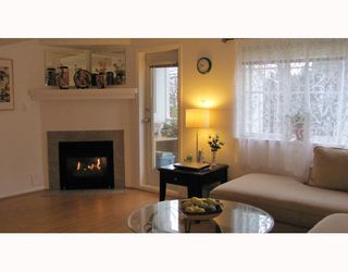 """Photo 3: 2 123 7TH Street in New Westminster: Uptown NW Townhouse for sale in """"ROYAL CITY TERRACE"""" : MLS®# V798879"""