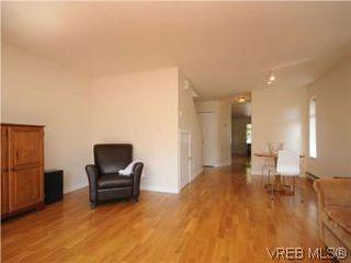 Photo 3: 1811 Fairfield Rd in VICTORIA: Vi Fairfield East Half Duplex for sale (Victoria)  : MLS®# 548837