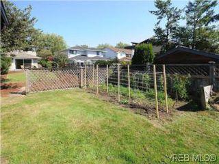 Photo 17: 1811 Fairfield Rd in VICTORIA: Vi Fairfield East Half Duplex for sale (Victoria)  : MLS®# 548837