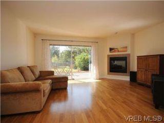 Photo 2: 1811 Fairfield Rd in VICTORIA: Vi Fairfield East Half Duplex for sale (Victoria)  : MLS®# 548837