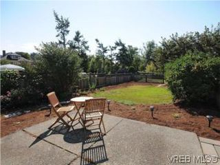 Photo 14: 1811 Fairfield Rd in VICTORIA: Vi Fairfield East Half Duplex for sale (Victoria)  : MLS®# 548837