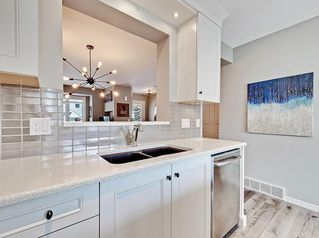 Photo 2: 11 3910 19 Avenue SW in Calgary: Glendale Row/Townhouse for sale : MLS®# C4258186