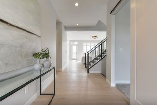 Photo 4: 698 HOWATT Drive in Edmonton: Zone 55 House for sale : MLS®# E4172864