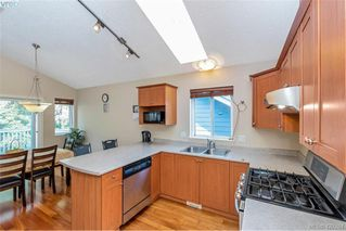 Photo 3: 25 Stoneridge Dr in VICTORIA: VR Hospital House for sale (View Royal)  : MLS®# 831824