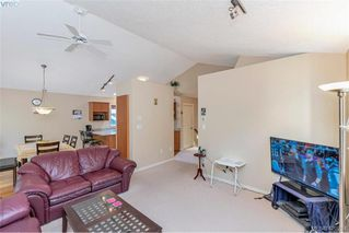 Photo 12: 25 Stoneridge Dr in VICTORIA: VR Hospital House for sale (View Royal)  : MLS®# 831824