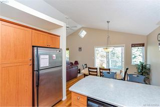 Photo 5: 25 Stoneridge Dr in VICTORIA: VR Hospital House for sale (View Royal)  : MLS®# 831824