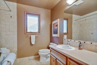 Photo 36: 40 STRADBROOKE Way SW in Calgary: Strathcona Park Detached for sale : MLS®# C4300390