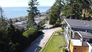 Photo 3: 1308 EVERALL Street: White Rock House for sale (South Surrey White Rock)  : MLS®# R2508457