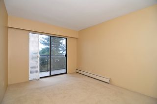 "Photo 5: 303 325 W 3RD Street in North Vancouver: Lower Lonsdale Condo for sale in ""HARBOUR VIEW"" : MLS®# V861461"