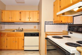 "Photo 2: 303 325 W 3RD Street in North Vancouver: Lower Lonsdale Condo for sale in ""HARBOUR VIEW"" : MLS®# V861461"