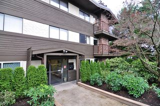 "Photo 1: 303 325 W 3RD Street in North Vancouver: Lower Lonsdale Condo for sale in ""HARBOUR VIEW"" : MLS®# V861461"