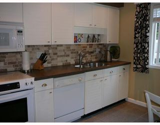 """Photo 4: 1545 BOWSER Avenue in North_Vancouver: Norgate Townhouse for sale in """"ILLAHEE"""" (North Vancouver)  : MLS®# V768953"""