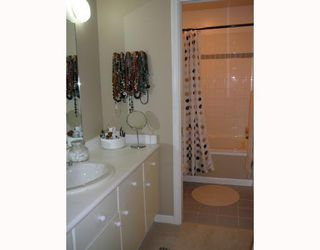 """Photo 8: 1545 BOWSER Avenue in North_Vancouver: Norgate Townhouse for sale in """"ILLAHEE"""" (North Vancouver)  : MLS®# V768953"""