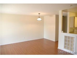 Photo 2: 402 4030 Quadra Street in VICTORIA: SE High Quadra Condo Apartment for sale (Saanich East)  : MLS®# 265911