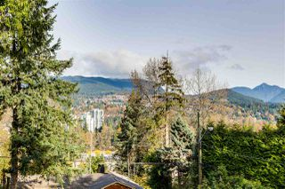 Photo 2: 3341 VIEWMOUNT Drive in Port Moody: Port Moody Centre House for sale : MLS®# R2416193