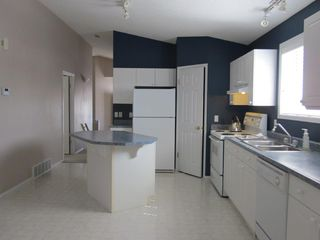 Photo 2: 2 Oakpark Crescent in St. Albert: House for rent
