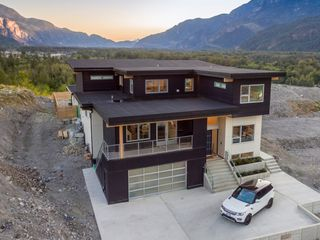 Photo 1: 2022 Dowad Drive in Squamish: House for sale