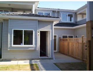 Photo 8: 4511 PARKER Street in Burnaby: Brentwood Park House 1/2 Duplex for sale (Burnaby North)  : MLS®# V786784