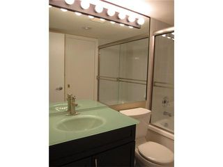 """Photo 8: 1404 121 10TH Street in New Westminster: Uptown NW Condo for sale in """"VISTA ROYALE"""" : MLS®# V842639"""