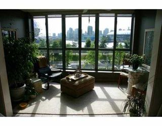 "Photo 2: 402 1188 QUEBEC Street in Vancouver: Mount Pleasant VE Condo for sale in ""CITYGATE ONE"" (Vancouver East)  : MLS®# V719347"