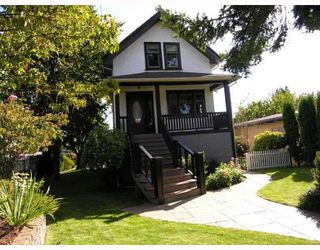 Photo 1: 427 E 10TH Street in North_Vancouver: Central Lonsdale House for sale (North Vancouver)  : MLS®# V730981